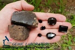 ความหมายของหินผลึกออบซิเดียนสีดำ