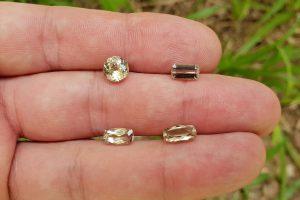 Zultanite เป็นหินที่มีราคาสูงซึ่งเป็นอัญมณีที่เปลี่ยนสีได้มักจะวางบนแหวนในเครื่องประดับ